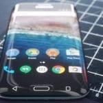 samsung-raboti-na-smartfon-so-zaoblen-ekran-na-site-strani